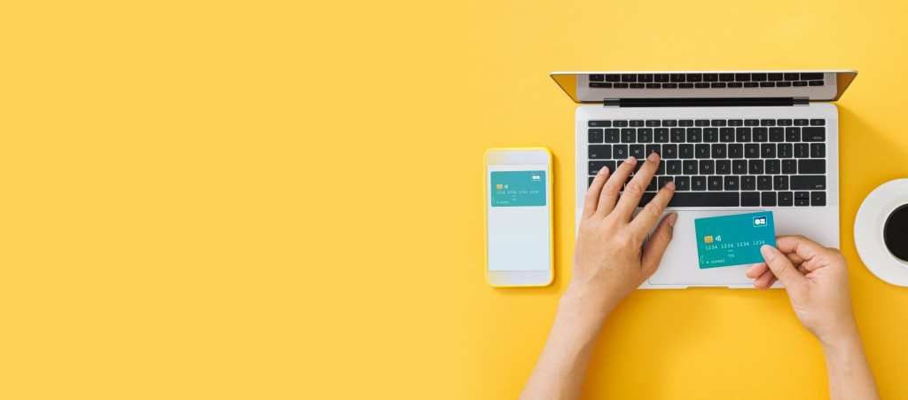 Paiement sur mobile et ordinateur avec une carte bancaire
